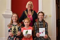 Image of three budding artists and the Mayor